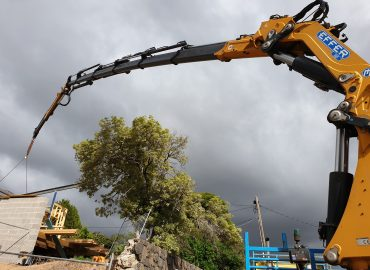 Crane work done by Hitech